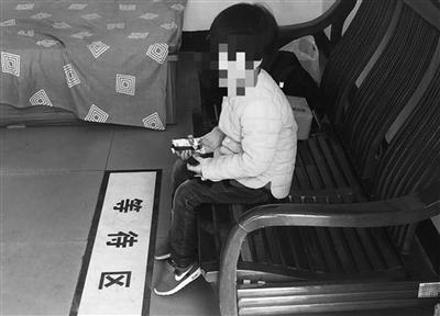 技巧提醒:民警带孩子外出时,切勿要做到寸步不离,一定为图a技巧,将网上牛牛家长图片