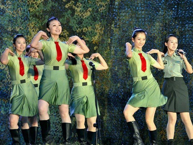 中俄文工团女兵助阵上合军演 高清图片