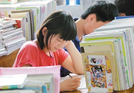 陕西37万人高考 八成应届生往届生锐减过万