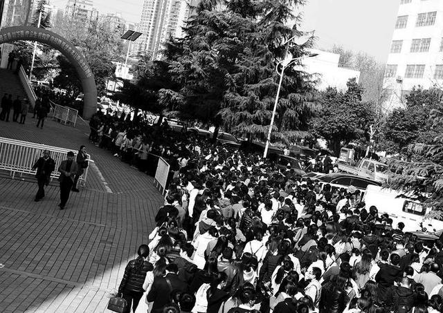 陕西基层医护岗位受青睐 9300人竞争2520个岗位