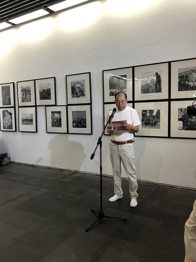 当代摄影家镜头记录革命老区扶贫 作品西安展出