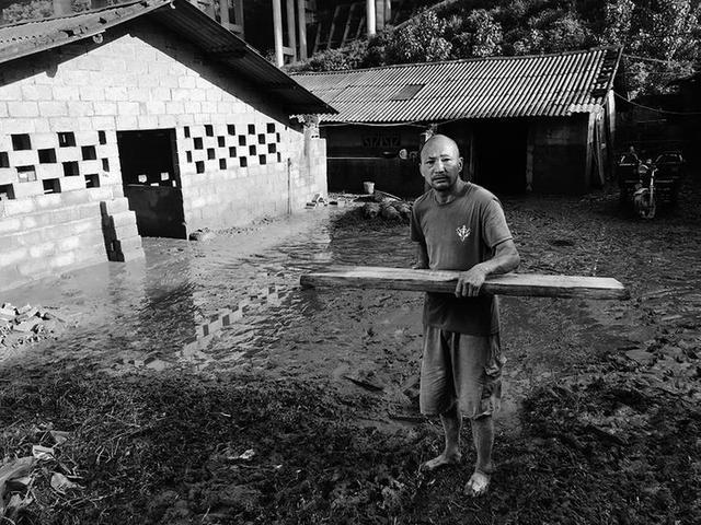 勉县武侯镇遭暴雨袭击 猪场百头猪被洪水冲走