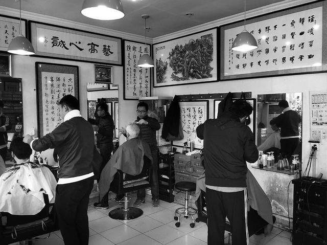 """西安高校现""""最艺术""""理发店图片"""