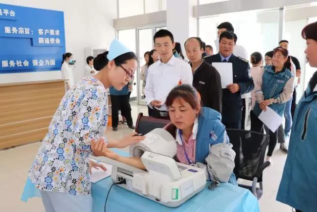空港新城开展2018年国际护士节纪念暨营商送健康活动