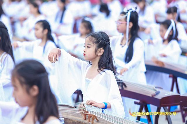 丝路歌舞电视大奖赛、中国旗袍电视大奖赛西安启动
