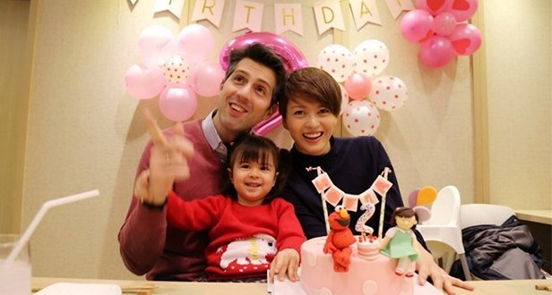 梁咏琪和老公为女儿庆生 2岁Sofia越长越漂亮了