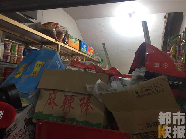 元旦放假店铺关门 再营业时库房被砸货物散一地