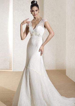 适合盘发新娘的几款超美婚纱礼服图片