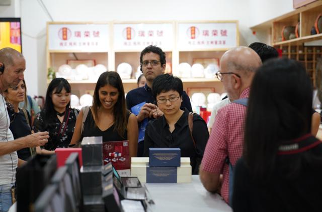 以色列媒体参观团赴西北国际茶城考察