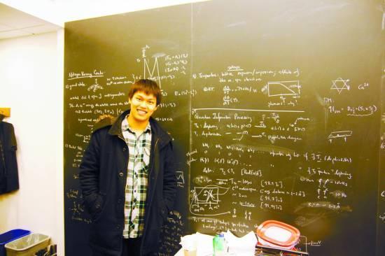 学霸在实验室每周科研80小时 清华能否胜哈佛