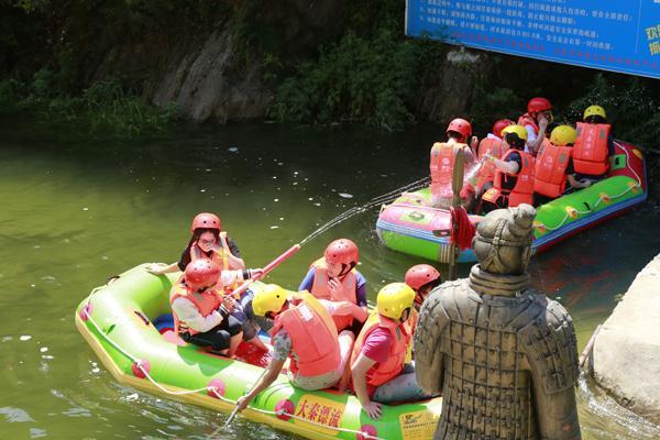 大秦漂流第二届大学生漂流狂欢节盛大开幕