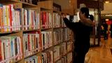 """千余册图书搬进""""两会""""驻地"""