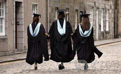 """课程缩水学费上涨   英国大学""""新政""""受争议"""