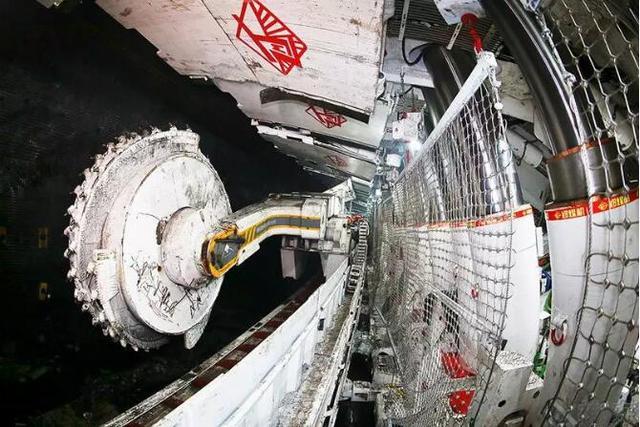 快讯!世界首个8.8米超大采高工作面试生产成功