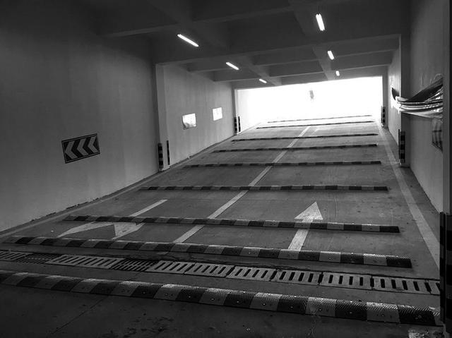 小区地下车库出入口要求的减速带放射科装修设计v小区设置图片
