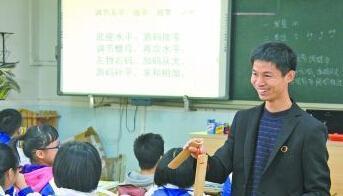 """老师快板歌教物理 """"花样课堂""""让学生数年不忘"""