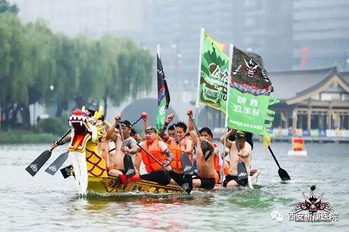 龙舟全球竞演雨中进行 祈康医院提供全程医疗保障