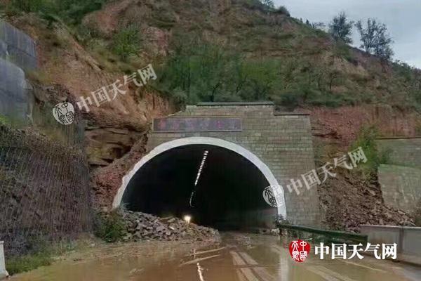 榆林遭暴雨致洪涝塌方 未来三天陕北仍有强降雨