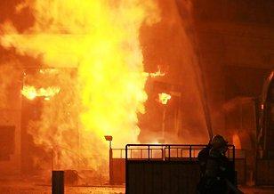 上海一煤气管道被挖破引爆燃