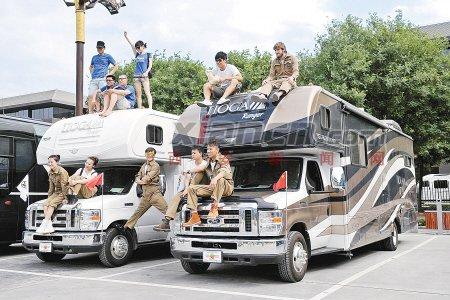 12位青年开房车环游世界 走遍60个国家和地区
