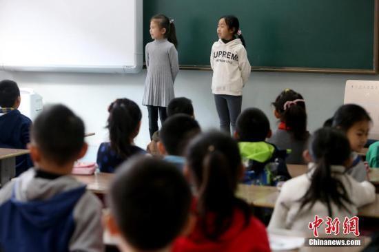 教育部今年将制订以居住证为准随迁子女就学政策