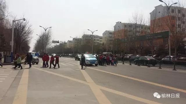 榆林五中、七小年内将建天桥 缓解区域拥堵