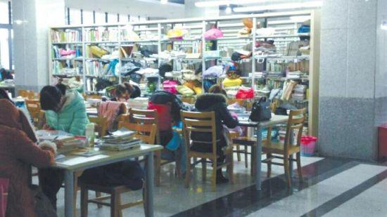 女大学生为备战考研 图书馆安家坚持占座10个月