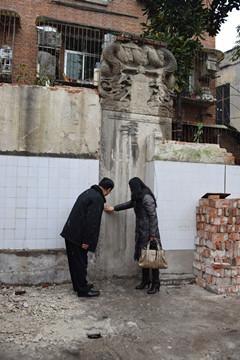 汉中发现清光绪十年石刻 被藏于房屋后墙中(图)