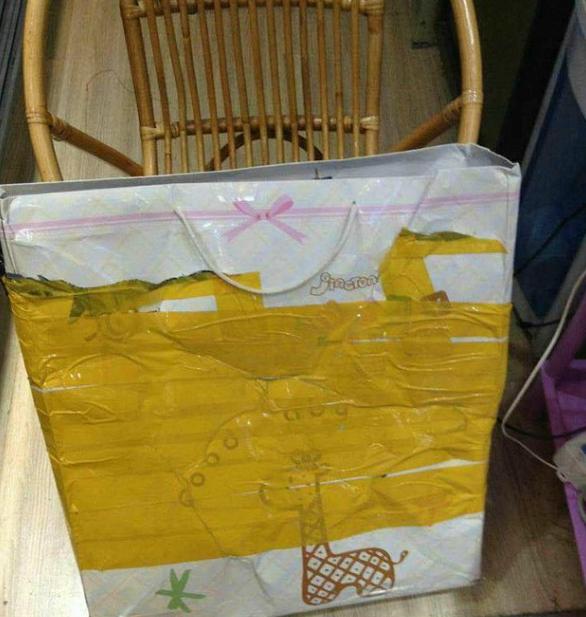 女子寄快递包裹被掏破 包裹里的东西不翼而飞
