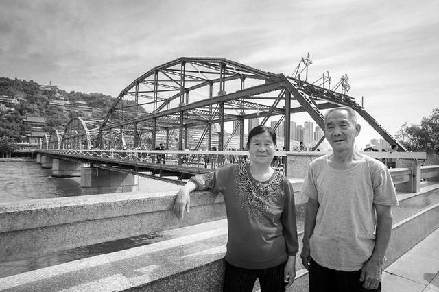 西安大学生体验不同风景 带着爷爷奶奶游中国