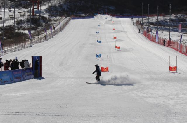 陕西首届高山滑雪赛 助力体育旅游特色小镇