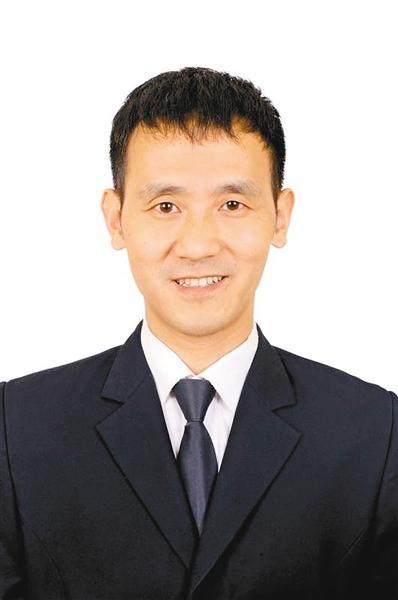 """徒手接坠楼女子英雄李国武荣登""""中国好人榜"""""""