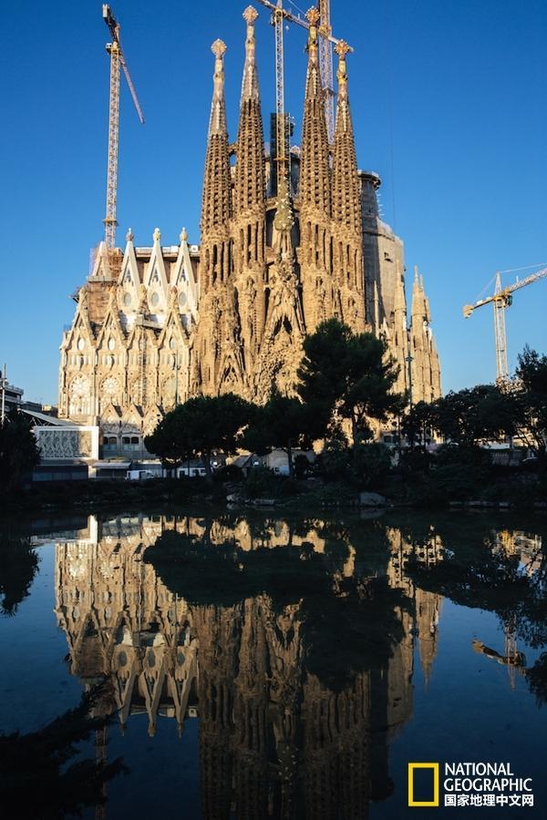"""建筑师之魂高迪 巴塞罗那只因为你而叫""""高迪之城"""""""