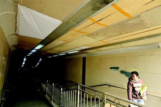 长港地下通道造价1200万元 吊顶竟用纸糊胶粘