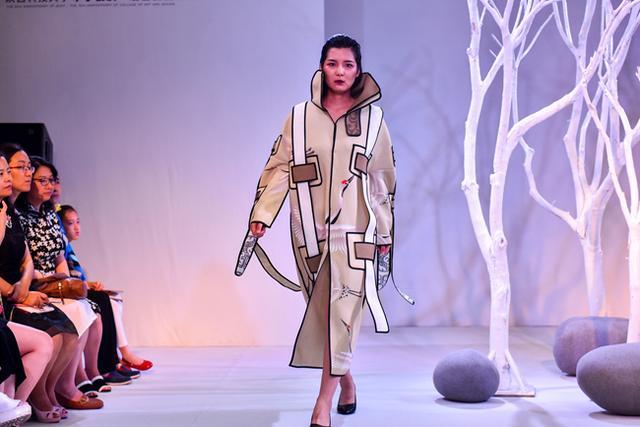 """西安大学生创意时装秀 丝路文化""""穿上身""""图片"""