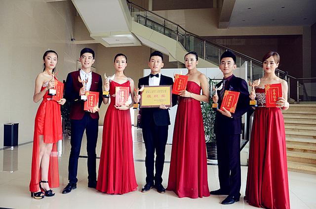 渭南轨道交通学校获渭南首届模特大赛多项大奖