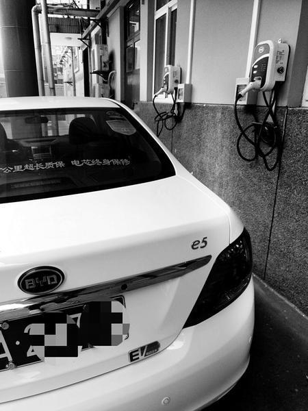 电动汽车受青睐一单位新买6辆 有的车型卖断货
