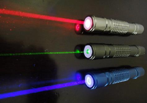 激光笔可对视网膜造成不可逆伤害-激光笔成孩子视力第一杀手 别再给图片