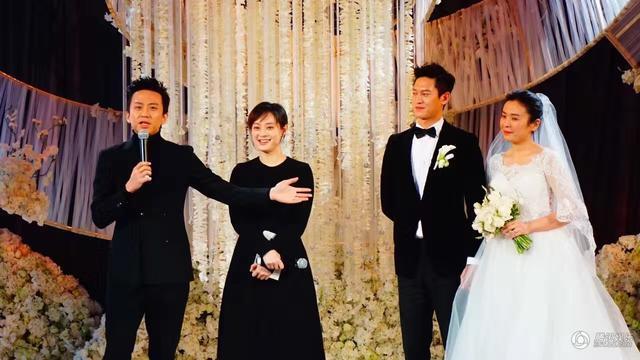 昨日(18日),孙俪经纪人大婚,孙俪邓超夫妇开心捧场,但在婚礼进行到