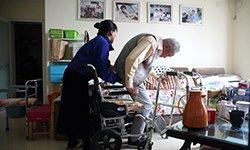 361:她义务照顾老邻居36年