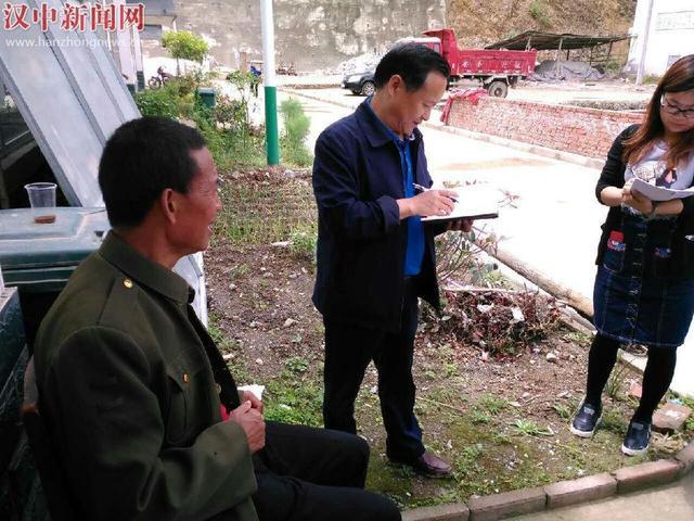 西乡副县长黄维驻茶镇村 推动脱贫攻坚示范村建设
