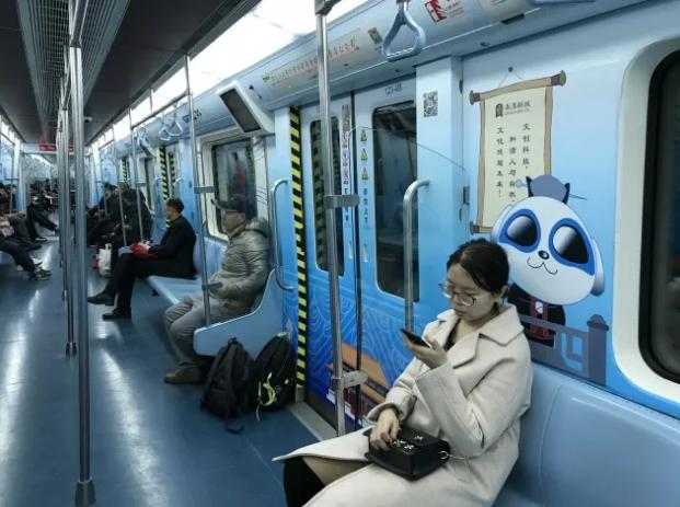 """西咸新区""""硬科技""""地铁专列上线 感受硬科技文化"""