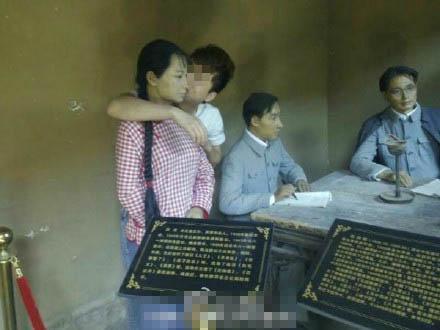 革命旧址女雕像遭游客袭胸亲脸 旬邑调查(图)