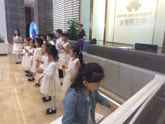 吾爱吾师 普陀龙湾携手菁英业主献礼教师节