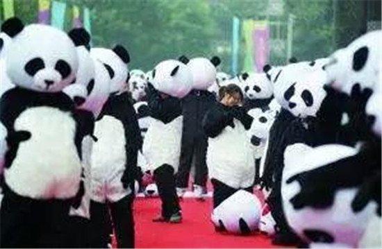 国宝!熊猫!12月23日惊现恒大御府!万人空巷争先围观!