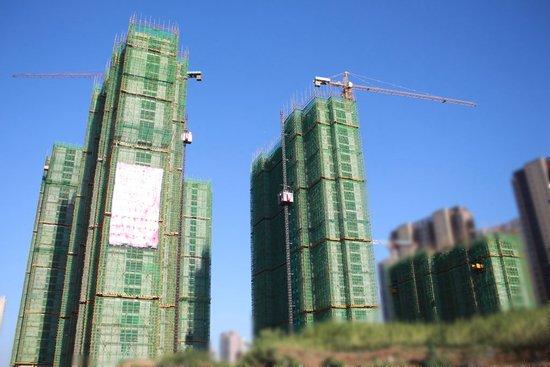 实拍襄阳东站附近一在建楼盘 即将封顶