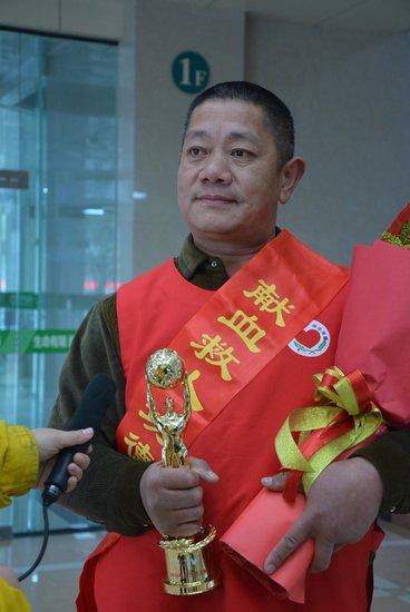 """小人物 大精神——记农民""""献血大王""""汪炎平"""