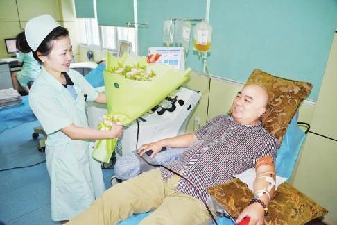 喻少华:15年坚持献血达百次