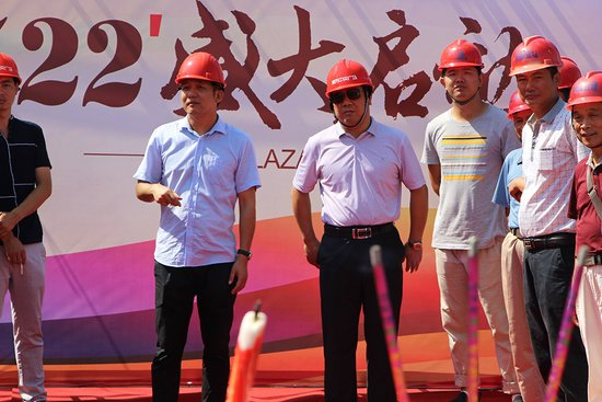 7月22日,城市中央广场北区SHOPPING  MALL动工仪式盛大举行