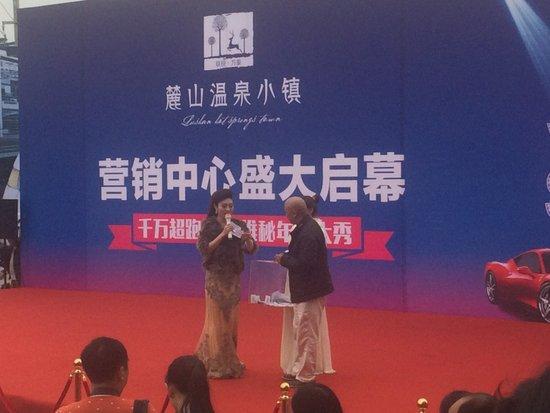 千万豪车队惊现咸宁 维秘天使空降麓山_频道-